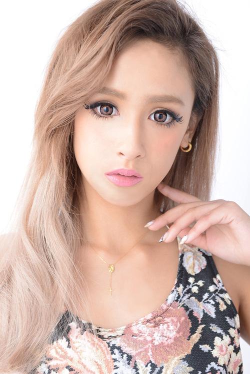 業界騒然の小顔モデル矢野安奈、大阪人気No.1のROYALcomfortのMVに出演サムネイル画像
