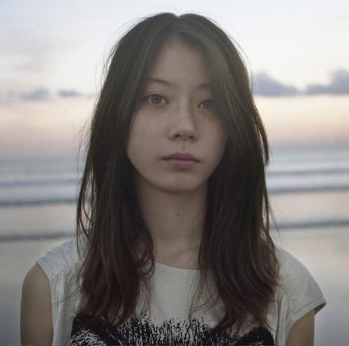 Chara 愛娘SUMIREがMVに初出演!!アルバム「JEWEL」のジャケット写真にも登場サムネイル画像