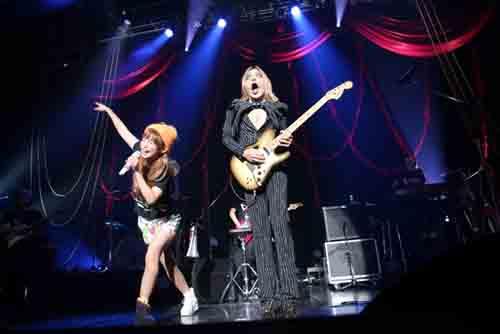 """しょこたん、Zepp DiverCityのステージで血まみれ!!""""カオス""""なライブ披露!!!サムネイル画像"""
