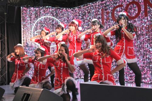 PASSPO☆、サンタコスプレでユーミン・カバーを熱唱サムネイル画像