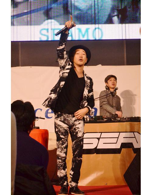 SEAMO公開放送で時間押し!?セントレア空港にてアルバム楽曲パフォーマンスサムネイル画像