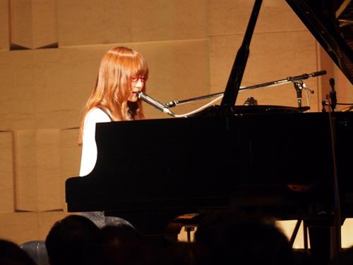 2年ぶり!奥華子、プレミアムライブでアルバム発売を発表サムネイル画像