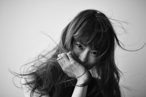 岡本愛梨(ex.MAGIC PARTY)、伊澤一葉プロデュース曲を配信限定リリースサムネイル画像