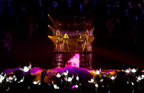 2NE1のワールドツアーが韓国・ソウル公演を皮切りにスタートサムネイル画像