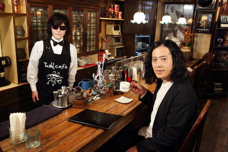 X JAPAN Toshlがカフェのマスターに!?バラエティのMCに初挑戦で、ピース又吉の注文に全力で応えるサムネイル画像