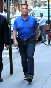 arnold-schwarzenegger-and-radioman-listen-to-music-from-an-80s-vintage-radio-on-madison-avenue