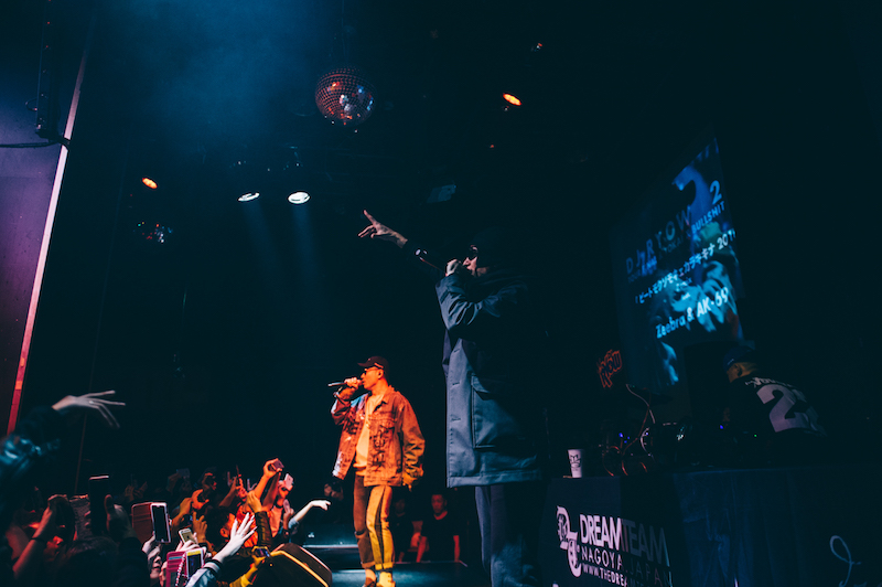"ZeebraとAK-69がサプライズコラボ!「DJ RYOW ""216"" TOUR FINAL & TOKAI X BULLSHIT 2016」が熱狂のまま幕を降ろすサムネイル画像"