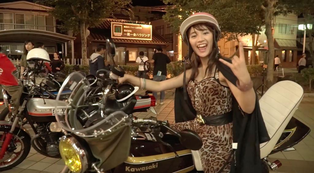 「やれよ!揉めよ!」スパガ・浅川梨奈、たわわな谷間あらわなヒョウ柄ヤンキー姿で詰め寄る熱演のメイキング映像と写真を公開