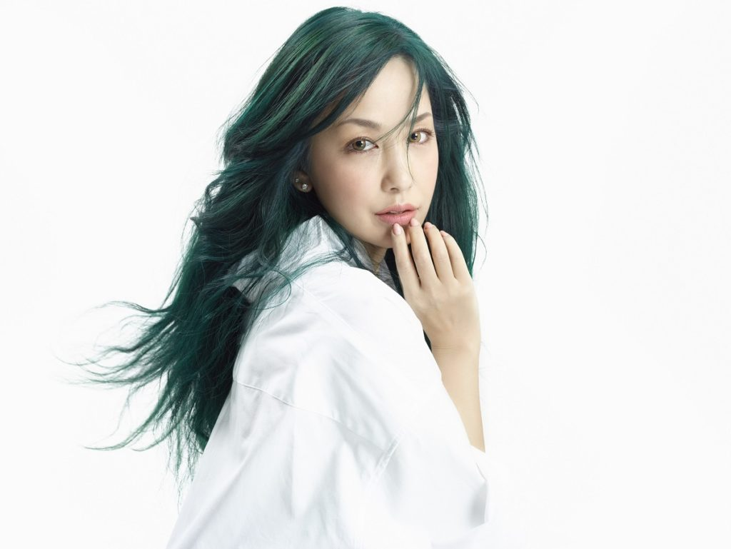 中島美嘉、ニューシングルで「恋をする」表情に初挑戦サムネイル画像