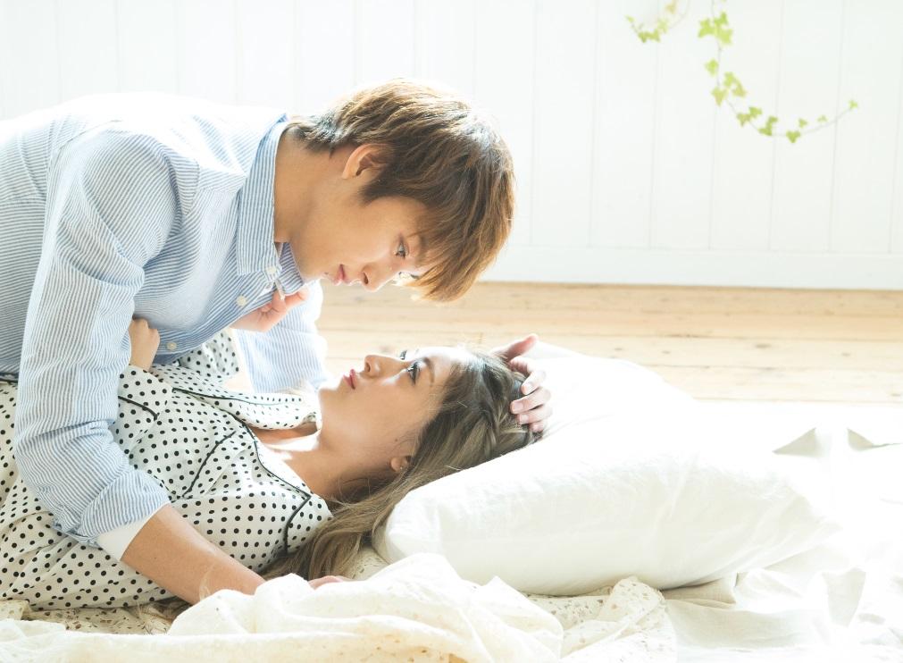Popteen・みちょぱに10頭身イケメンが床ドン写真公開に反響。「何事!」「爆鬼かわいい」サムネイル画像