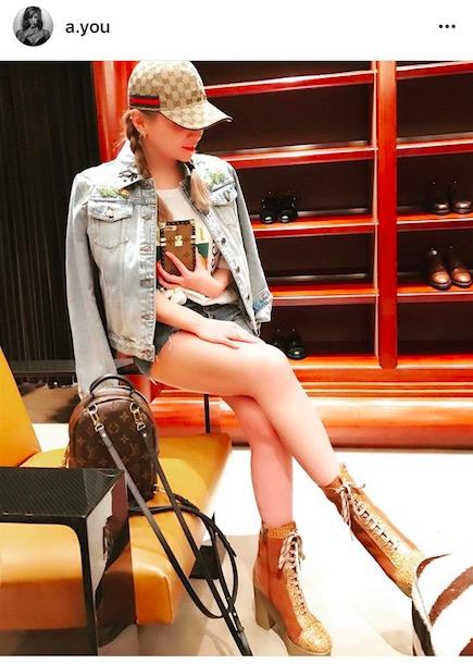 浜崎あゆみ、惜しみない美脚披露で「細くて綺麗な脚」「スタイル良すぎ」。世界女性デーへのメッセージもサムネイル画像