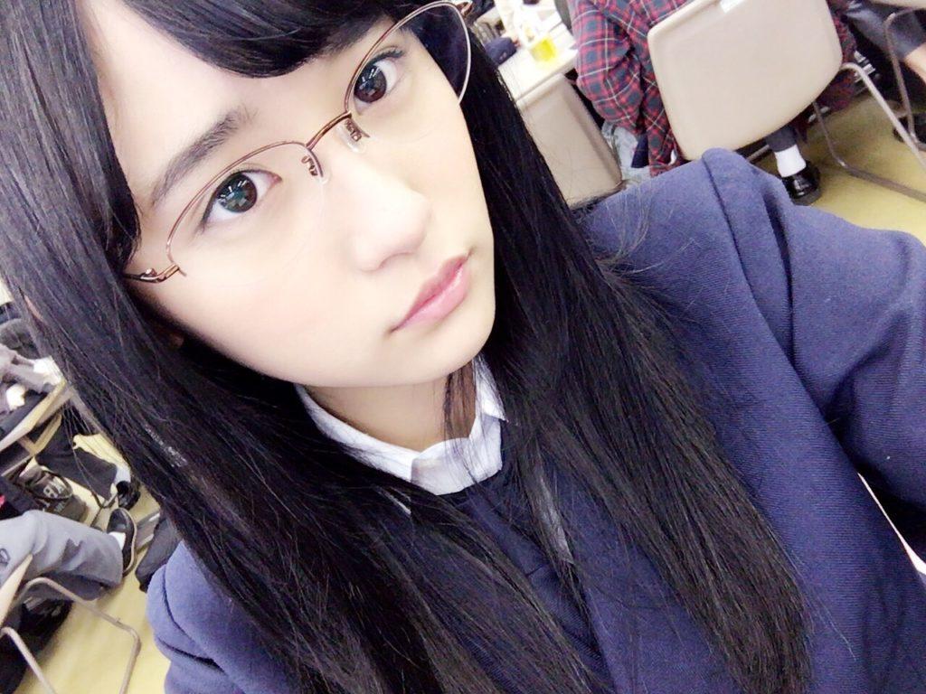 スパガ・浅川梨奈、17歳のわがままボディ封印で制服姿を披露!「高校生活をまともに送れていないので…」サムネイル画像