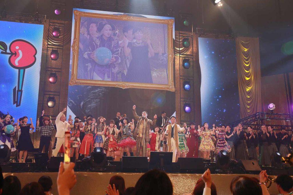 ピコ太郎、日本武道館で初LIVE!46名の豪華出演者とPPAP大合唱サムネイル画像