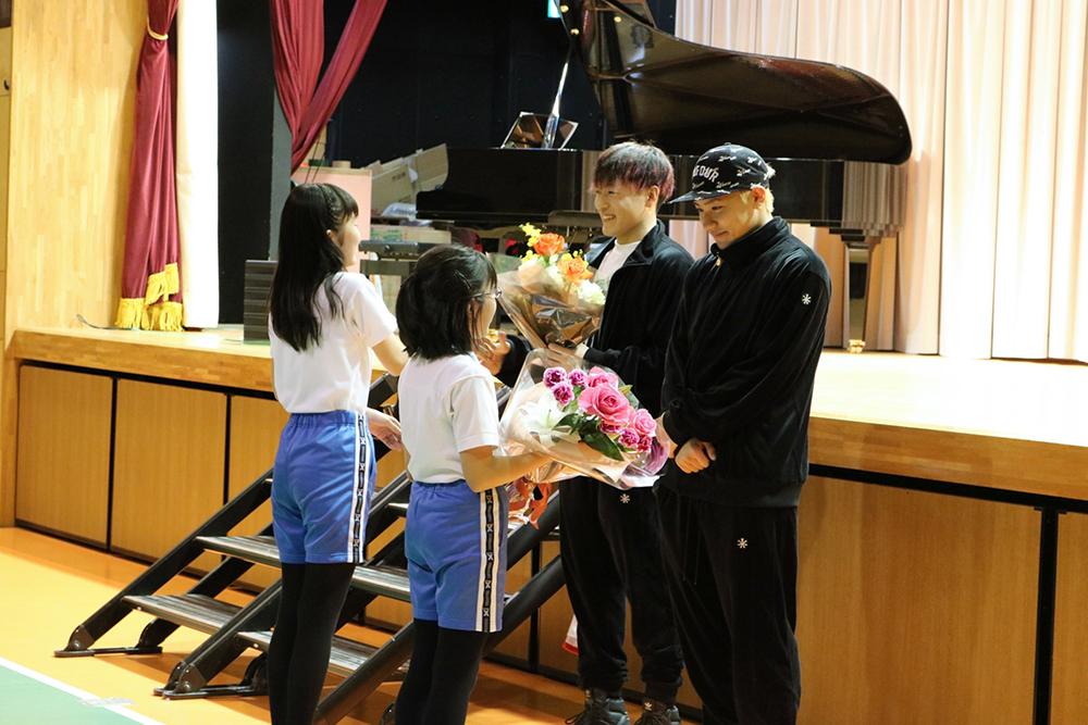 GENERATIONSの中務裕太・小森隼が小学校にサプライズ登場!「夢や目標を持つきっかけになれば」サムネイル画像