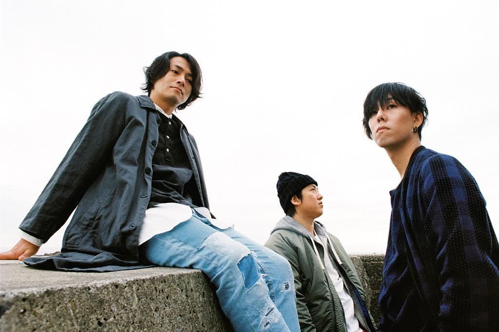 RADWIMPS、初のドラマ主題歌はプライベートでも仲良しの綾野剛主演。「いつか一緒にひとつの作品を創れたら」という思いが実現。サムネイル画像