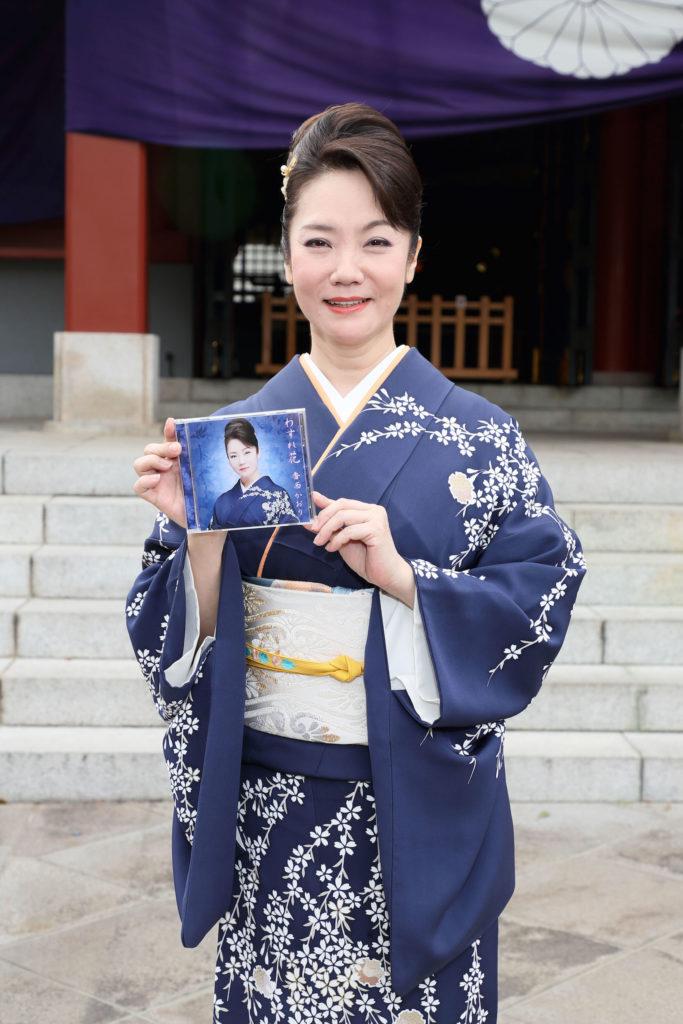 デビュー30周年の香西かおり、思い出の東京・日枝神社で新曲「わすれ花」ヒット祈願サムネイル画像