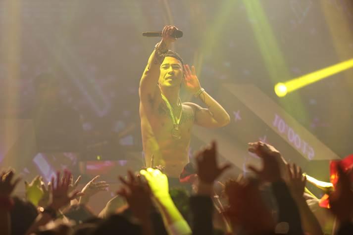 AK-69、クラブツアーにUVERworld・TAKUYA∞がサプライズ参戦!観客と大合唱も画像33918