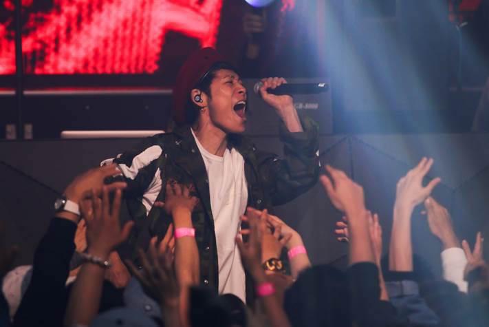 AK-69、クラブツアーにUVERworld・TAKUYA∞がサプライズ参戦!観客と大合唱も画像33917