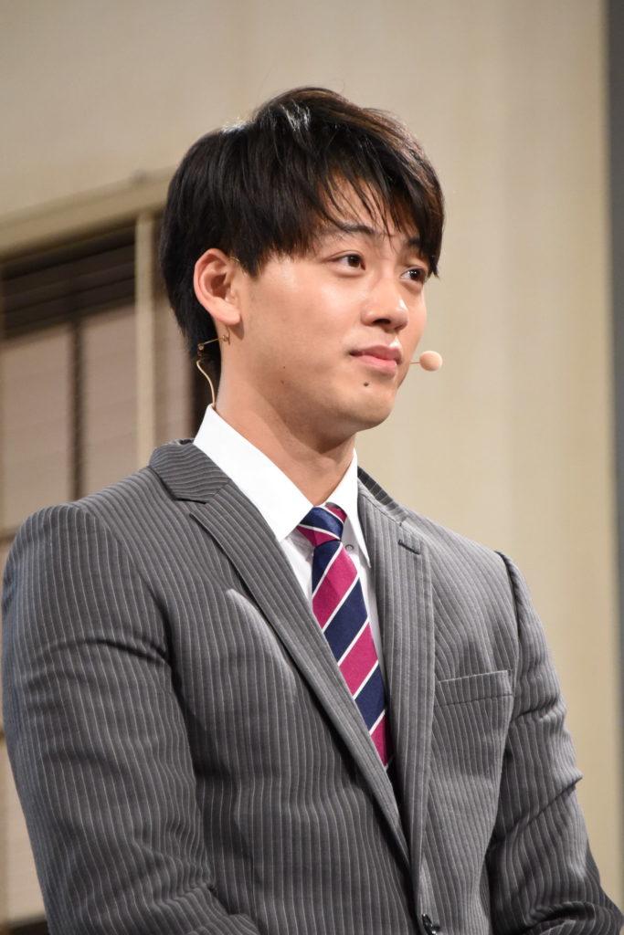窪田正孝の顎クイに会場から悲鳴、佐々木希には結婚祝福の声!画像33741