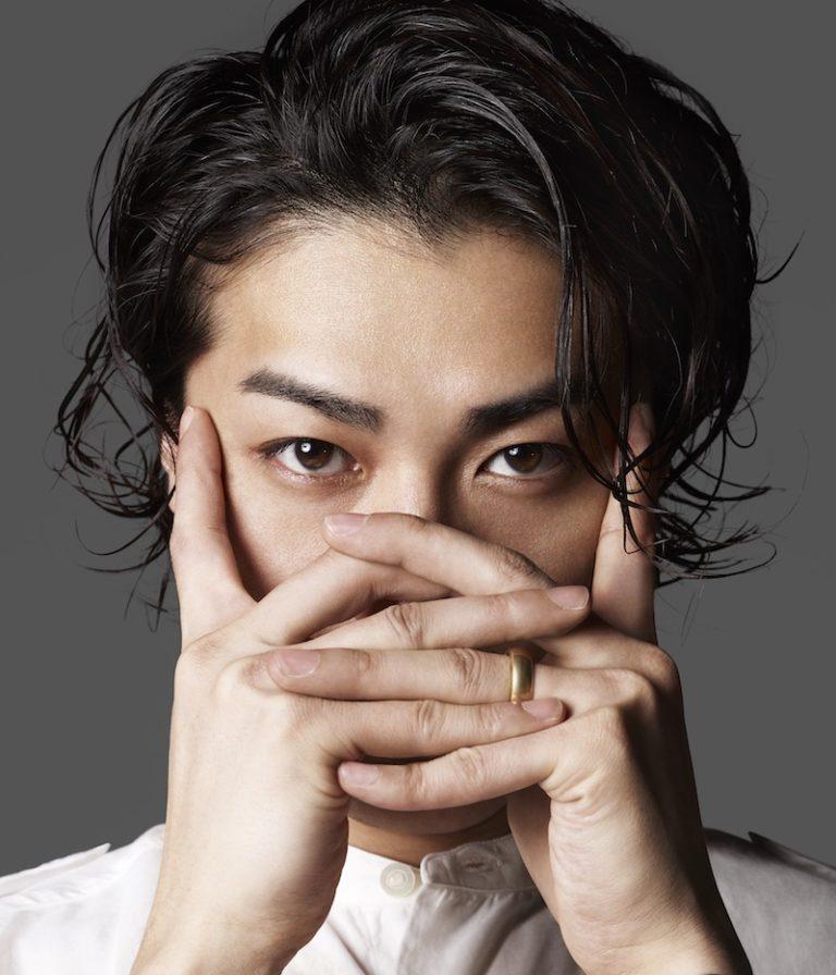 赤西仁、山田孝之との2ショット公開で、ファンからは「錦戸くんと間違っちゃいました」「似てます」の声。サムネイル画像