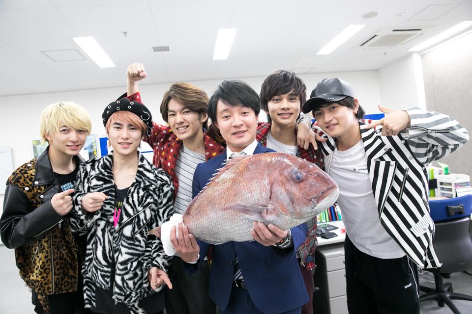 "DISH//、濱田岳と""めで鯛!?""主題歌発表!記念写真も公開サムネイル画像!"