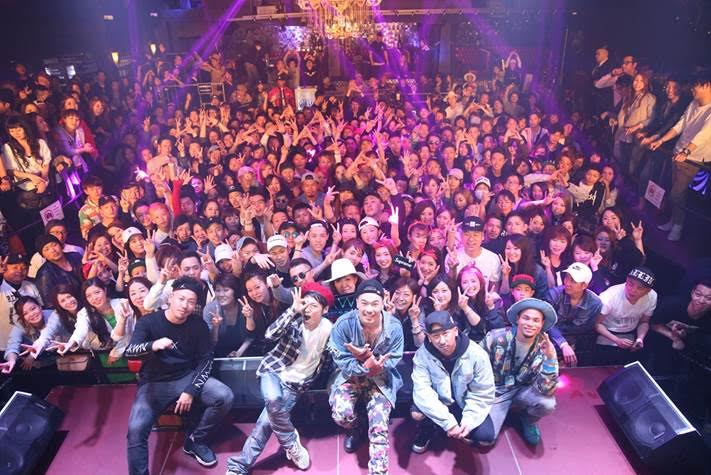 AK-69、クラブツアーにUVERworld・TAKUYA∞がサプライズ参戦!観客と大合唱もサムネイル画像