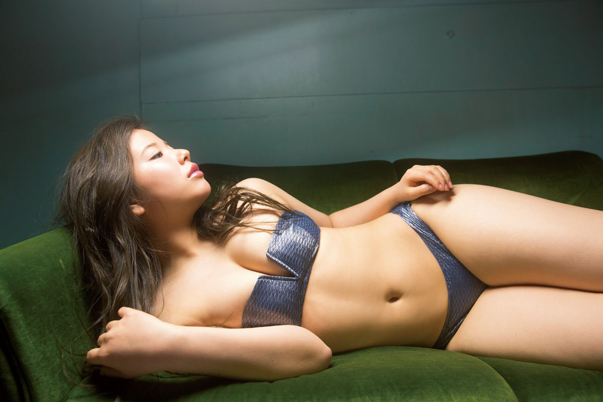元アイドリング!!!倉田瑠夏、約2年ぶりグラビアで、ふわふわマシュマロ谷間披露。「いい女になっちゃいましたね」