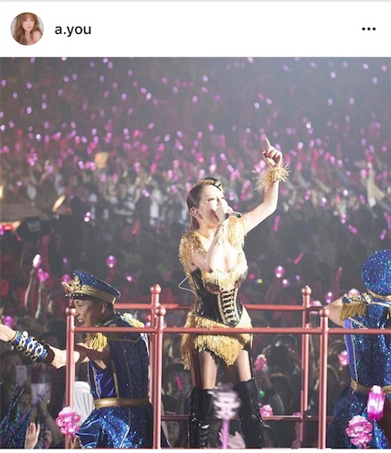 浜崎あゆみ、美谷間披露のボディラインくっきり舞台衣装姿を公開。全国ツアースタートで「いくぜーっっっ」サムネイル画像