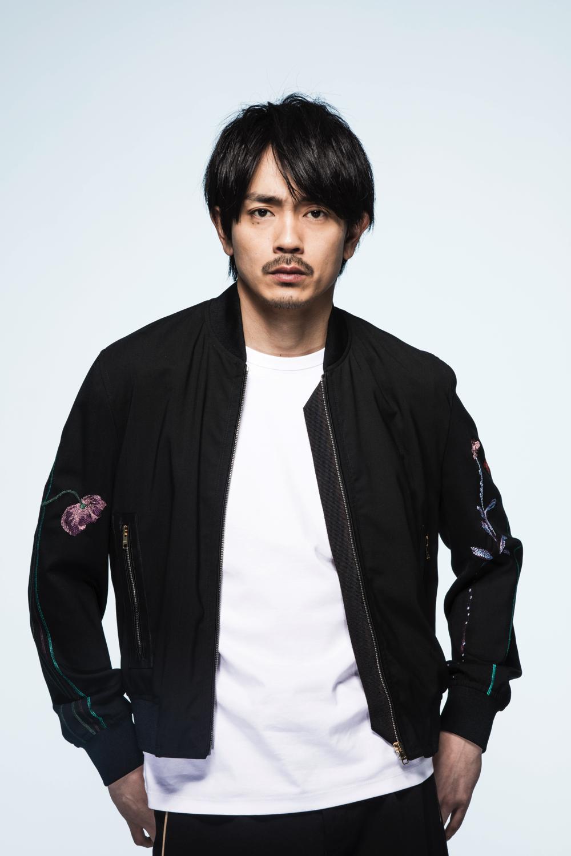 俳優と歌手、青柳翔の二面性。映画『たたら侍』2nd Single『そんなんじゃない』インタビューサムネイル画像