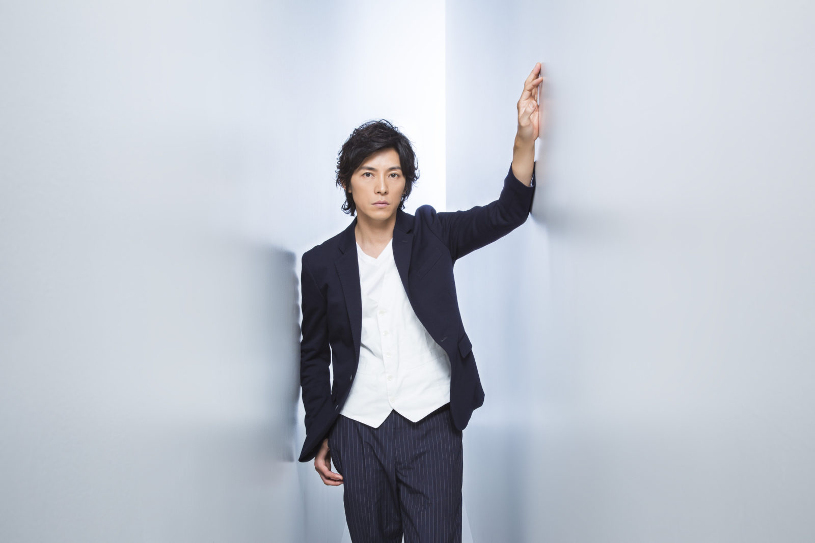 藤木直人、約8年振りのニューシングルタイトルは「Speed★Star」&限定販売の光るLED ICカードデザイン決定サムネイル画像