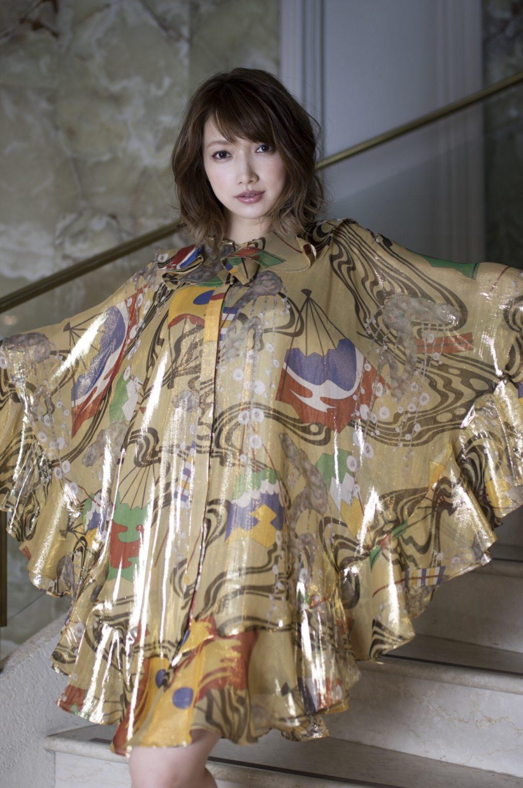 後藤真希、第2子出産後3か月足らず、変わらぬ美貌とファッショナブルな姿披露で「なんて美しいんだろう」「美しい女神」サムネイル画像!