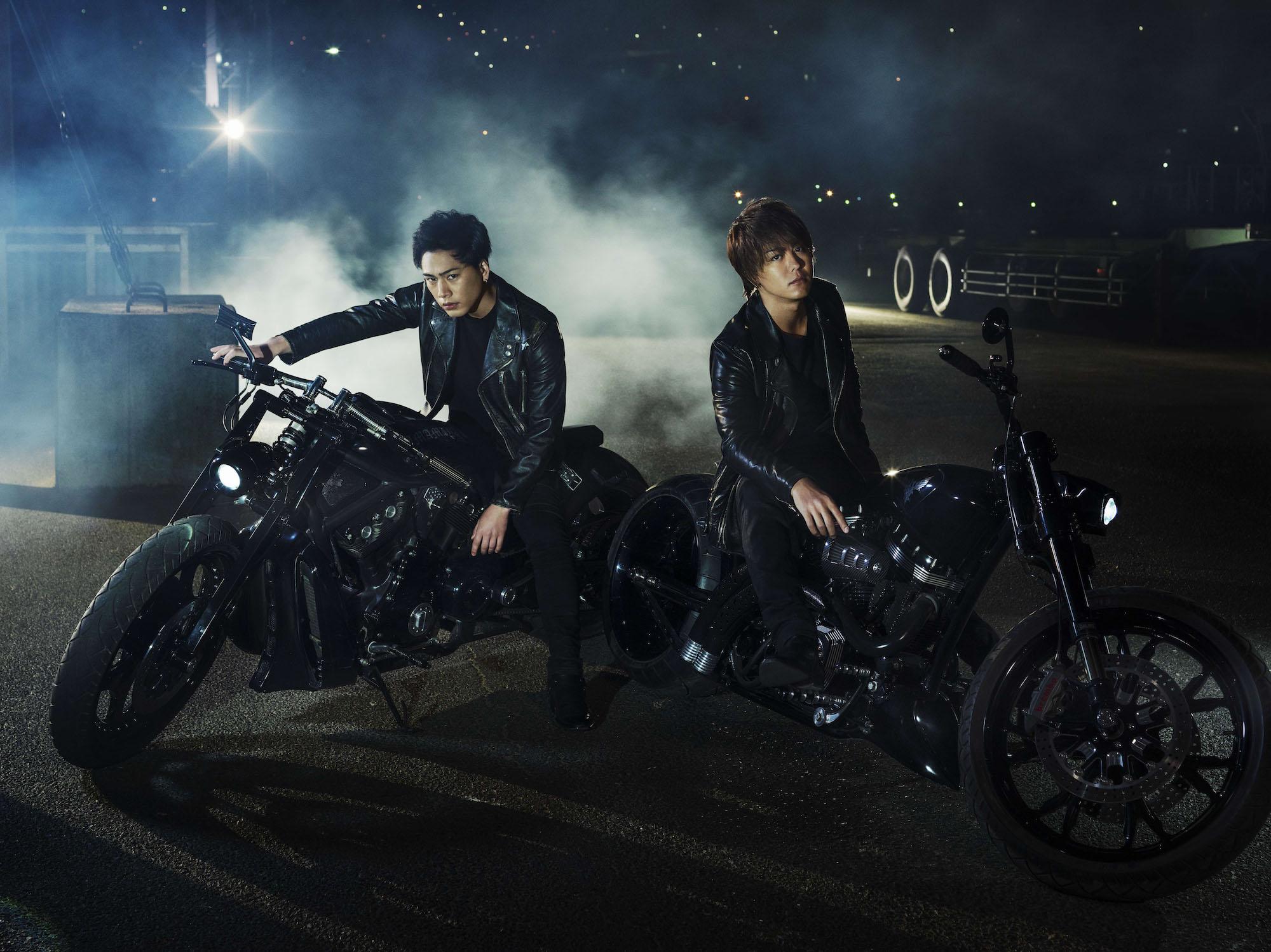 映画「HiGH&LOW THE MOVIE 2 / END OF SKY」雨宮雅貴(TAKAHIRO)、広斗(登坂広臣)闇夜を背にした雨宮兄弟の新ビジュアルがついにお披露目