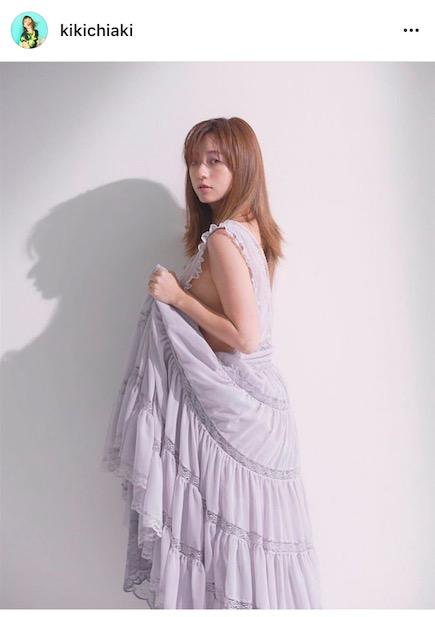 元AAA伊藤千晃、横美胸ちらりの写真公開で「何気に際どい」「宇野ちゃんみたいだーー!」の声サムネイル画像