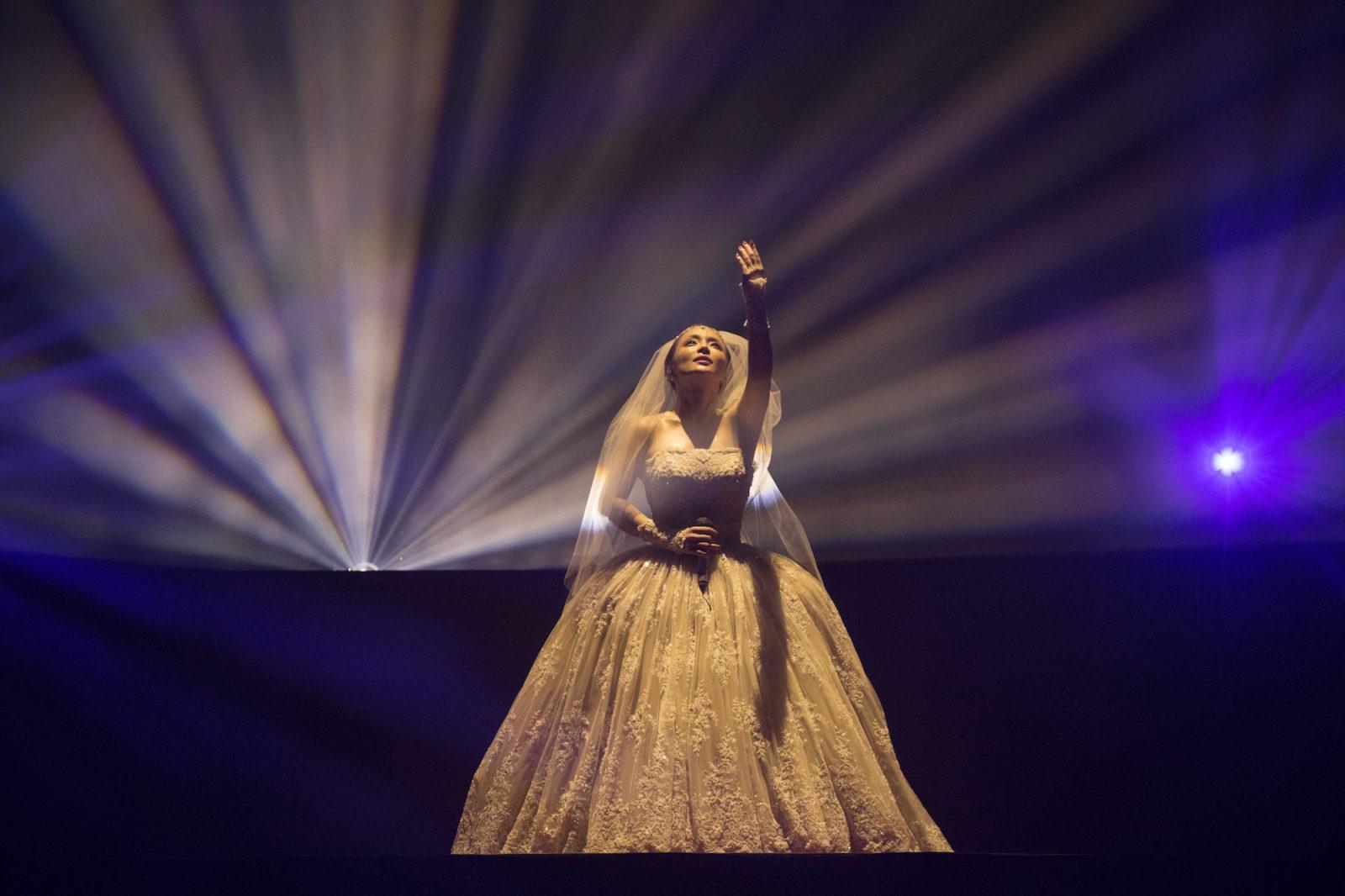 浜崎あゆみ、ベールをまとったドレス姿も披露!全60公演ロングツアーの第一章を締めくくるサムネイル画像