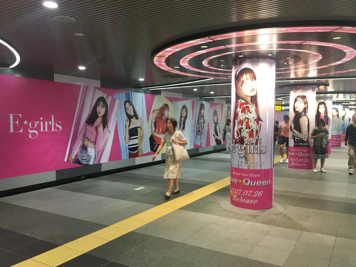 新生E-girlsが渋谷の街をビジュアルジャック