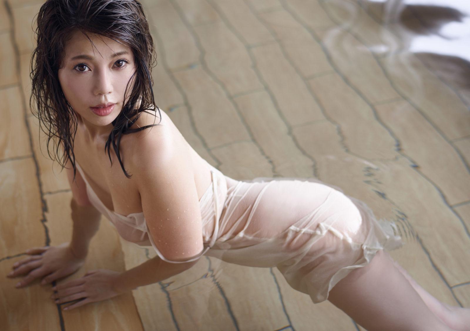 12年ぶりグラビア!住谷杏奈の入浴シーン&ランジェリー姿の未公開セクシーカットを公開サムネイル画像