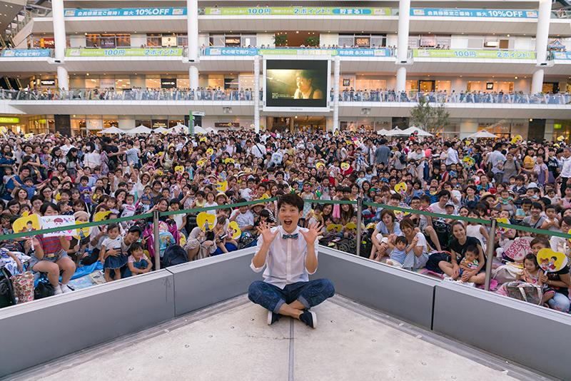 横山だいすけ、ファンの前で大熱唱!ソロデビュー曲の発売記念イベントに3,000人集まるサムネイル画像