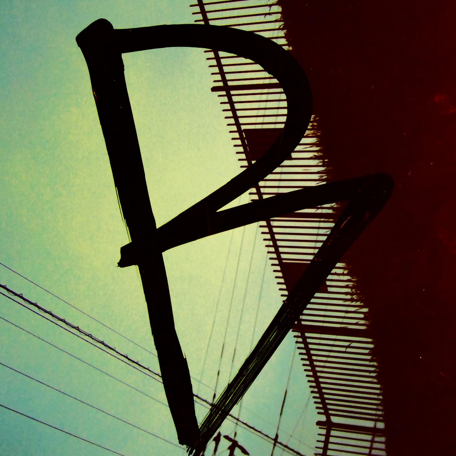 SHINO、3年ぶりとなる2ndアルバム「BURBS」をリリース。多彩なビートメーカーに加え晋平太とYURIKAが参加サムネイル画像