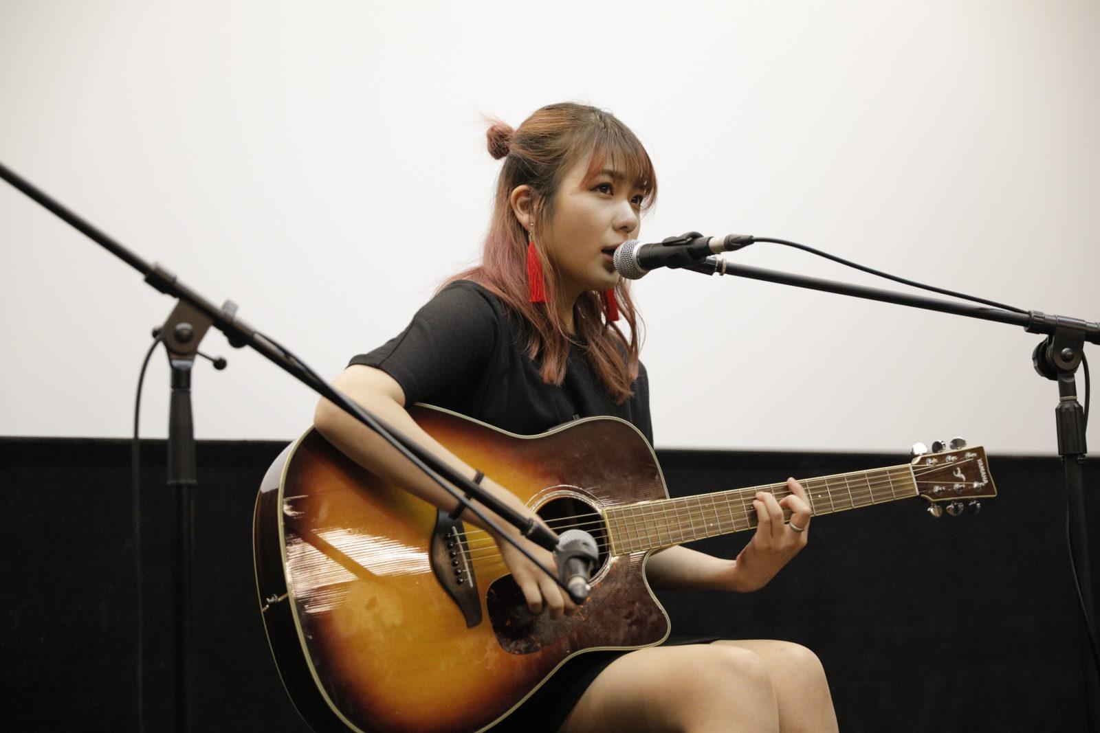 the peggies・北澤ゆうほ、出演する映画「脱脱脱脱17」舞台挨拶で弾き語り披露サムネイル画像