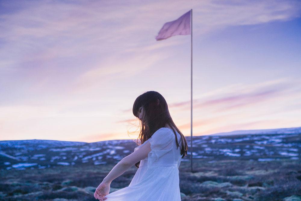Aimer新曲「花の唄」ミュージックビデオに、大注目若手女優・浜辺美波が出演サムネイル画像