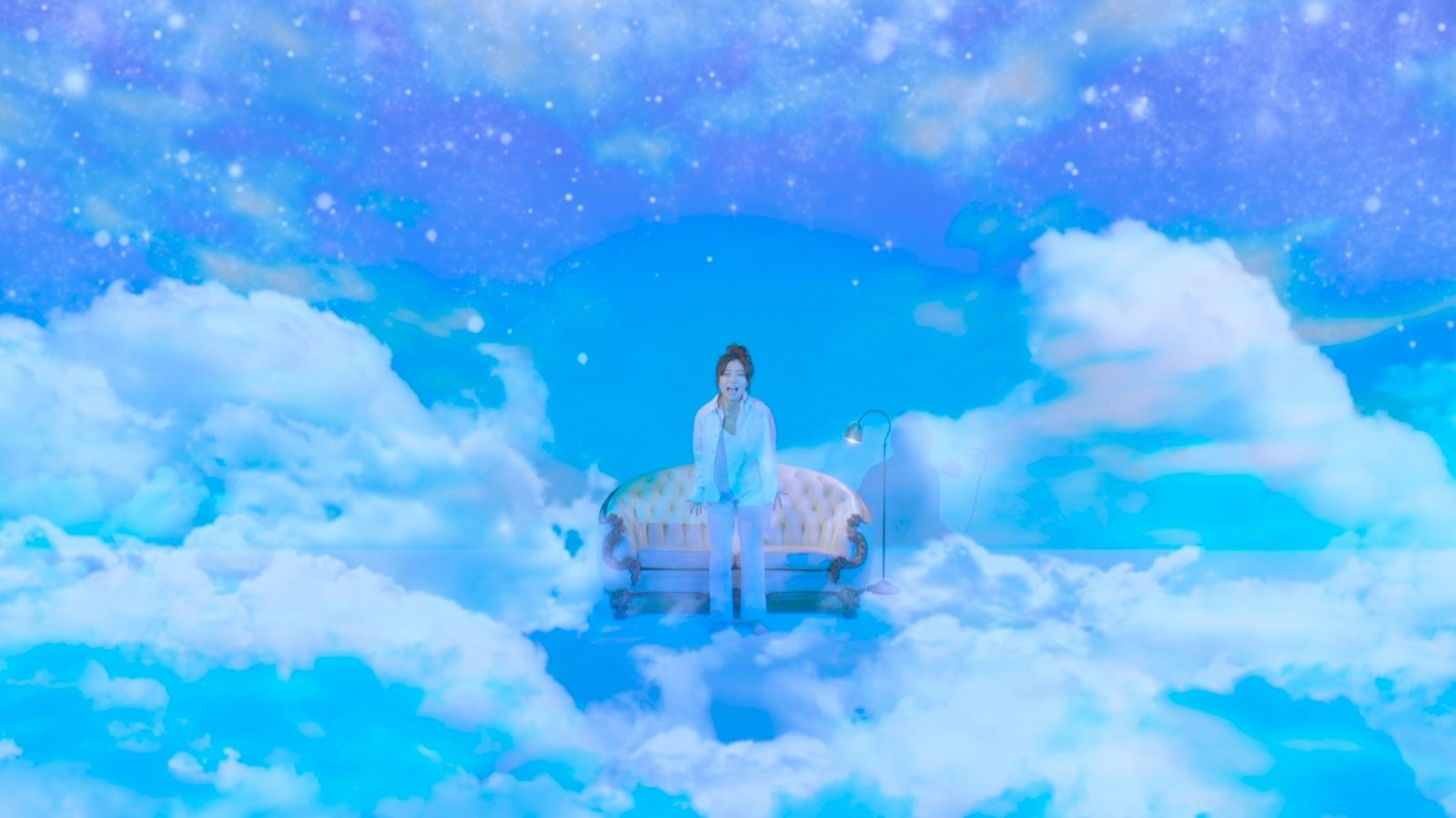 シンガーソングライター・桐嶋ノドカ、プロジェクションマッピングとシンクロした異空間MVを公開サムネイル画像