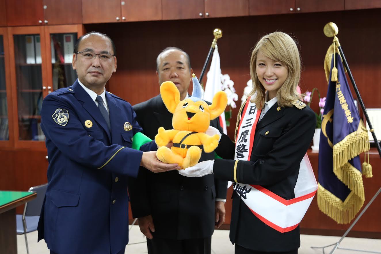Dream Amiが警官姿を披露「ライブでも安全安心で」サムネイル画像