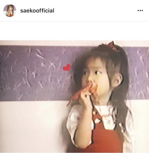 紗栄子 幼少期の写真公開でコメント殺到「将来成功するオーラが」「完成されてる」サムネイル画像