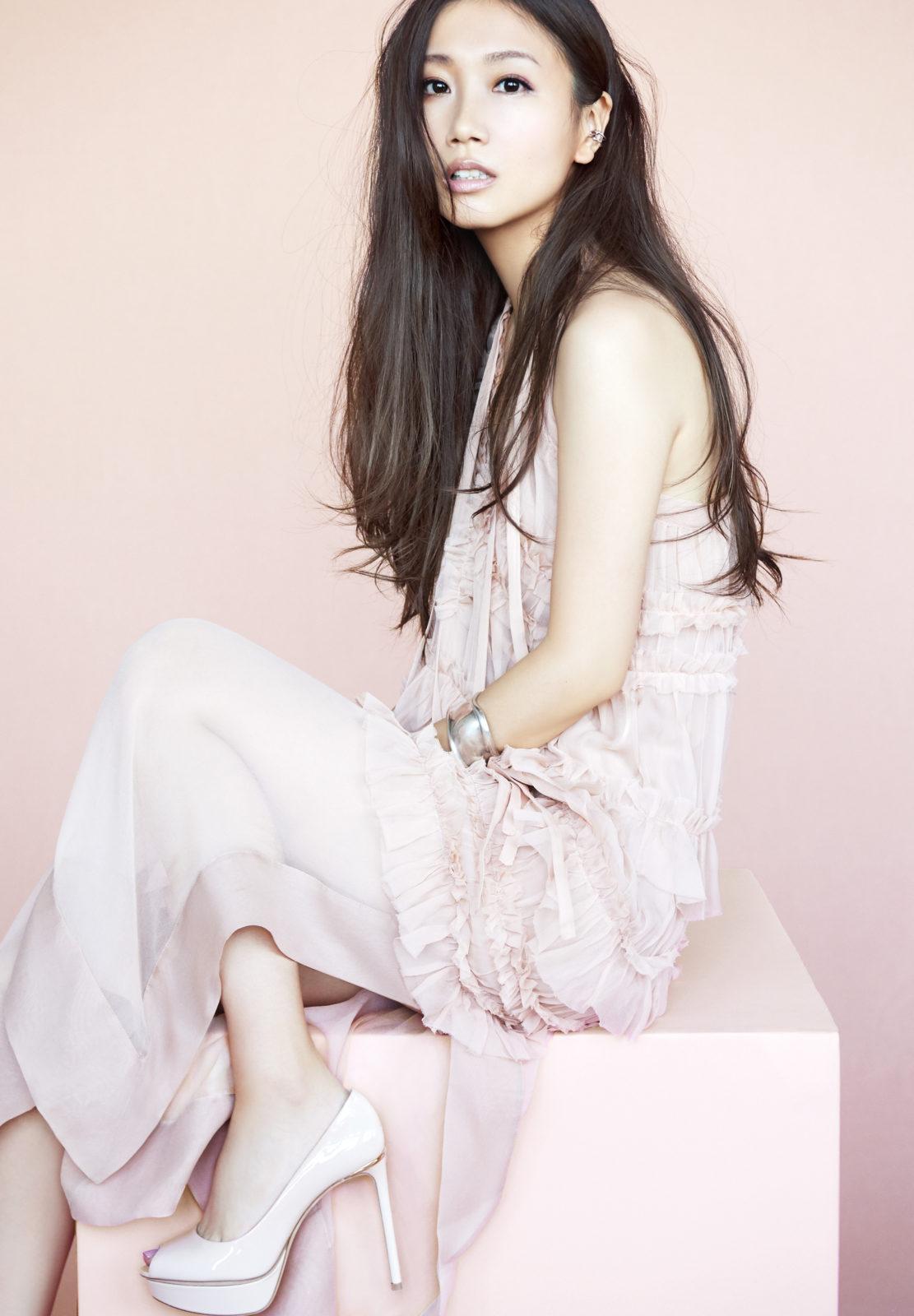 大塚 愛、初のピアノ弾き語りスタジオライブ作品 『aio piano』2月7日発売サムネイル画像