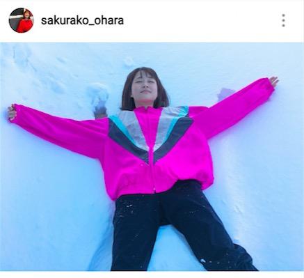"""大原櫻子""""雪ベッド""""で遊ぶ姿を公開で「反則級に可愛い」「雪の妖精さんですか?」の反響サムネイル画像"""