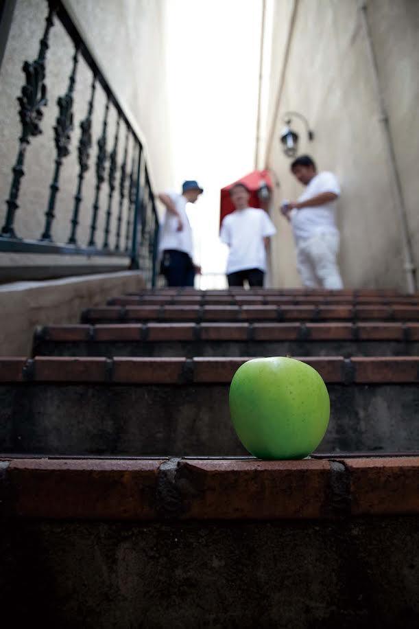謎の3人組 青い果実がアルバム発売に先駆け新MVを公開サムネイル画像