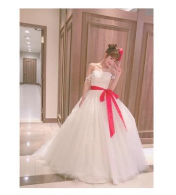 辻希美、ウェディングドレス姿の写真公開で「もう一回挙げたい」サムネイル画像