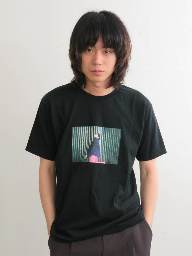 菅田将暉Debut Album『PLAY』完全生産限定盤特典、菅田将暉フォトプリントTシャツ画像公開!サムネイル画像