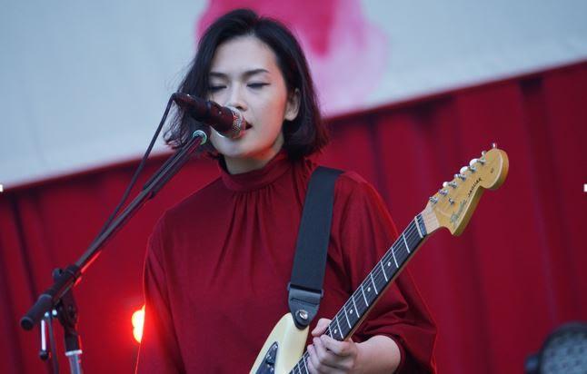 yuiがボーカルを務めるFLOWER FLOWER ツアー初日にヒット曲「CHE.R.RY」を披露し、ファン涙サムネイル画像