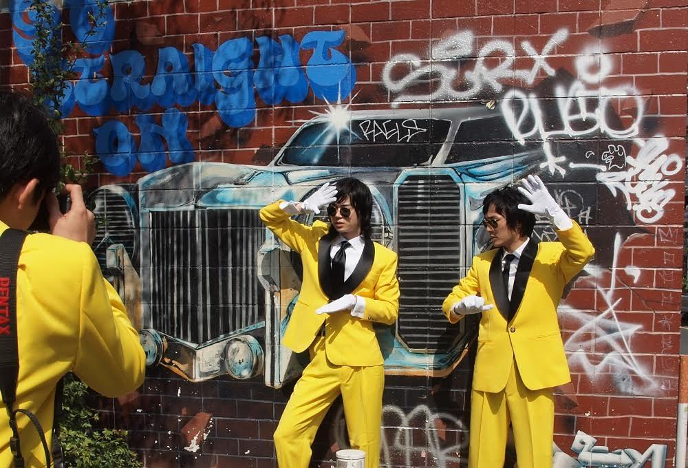 石崎ひゅーい 菅田将暉と太賀の連載で架空の1stシングルのジャケット撮影サムネイル画像